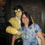 Tina meets Elvis in Las Vegas