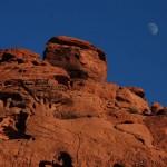 Roter Sandstein mit Mond