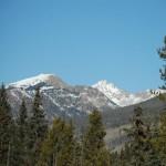 Schroffe schneebedeckte Gipfel